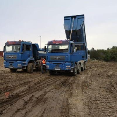 Prace przy wylewaniu betonu 03